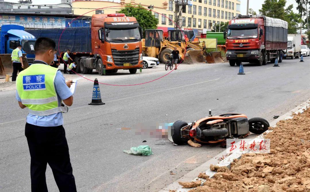 玉广路!拖车与电动车相撞 女子当场被压