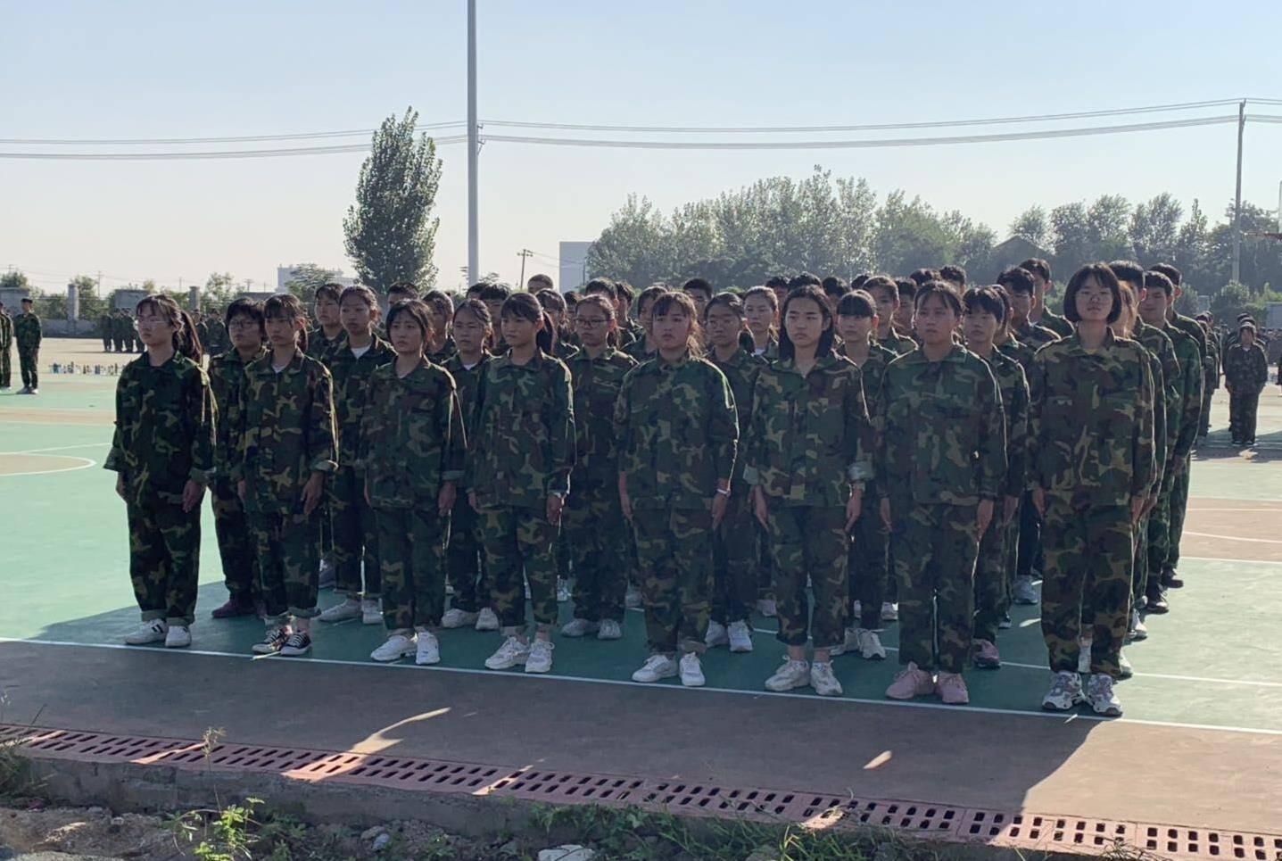 鄄城县第一中学吹军训集结号