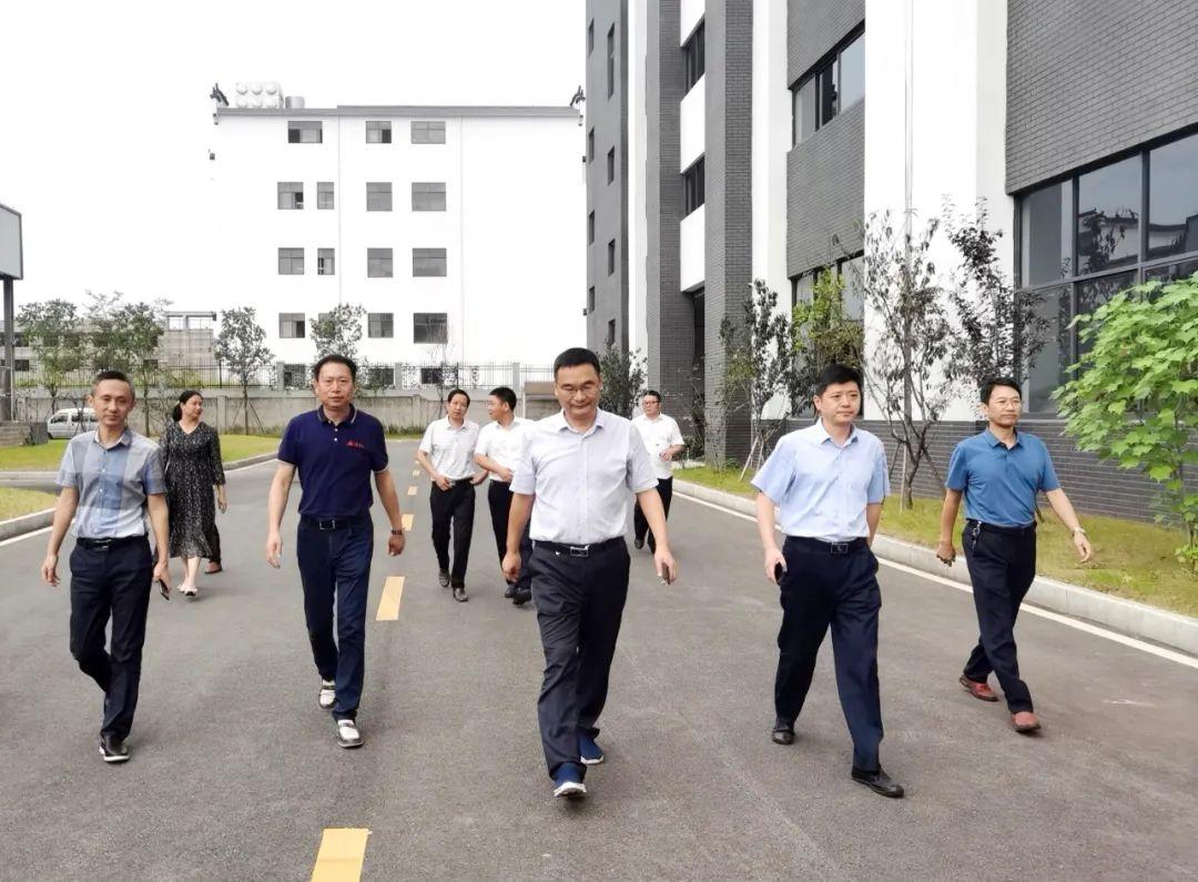 婺源县委副书记、县长吴云飞深入工业园区企业走访调研