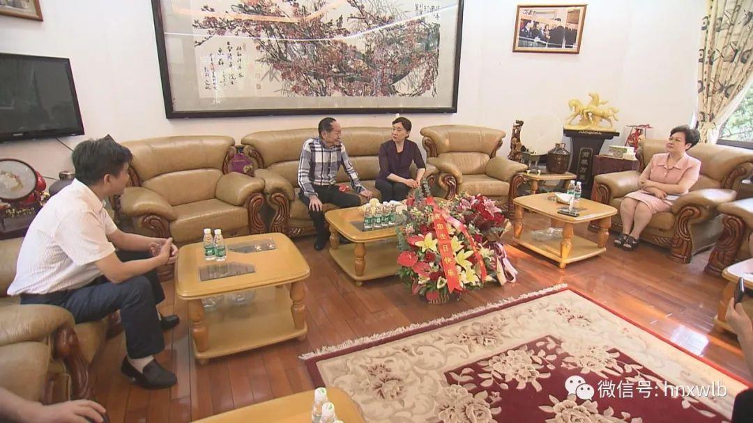 受全国政协委托,湖南省政协主席李微微看望袁隆平院士