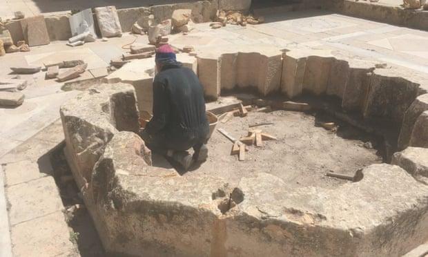 阿勒颇城堡里接受建造师培训的人。