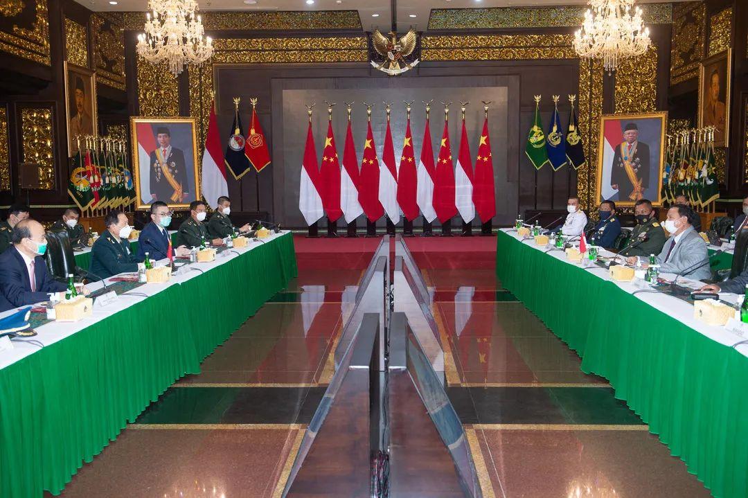 9月8日下昼,中国国防部长兼国务委员魏凤和与印度尼西亚国防部长普拉博沃举办会谈。新华社记者 杜宇摄
