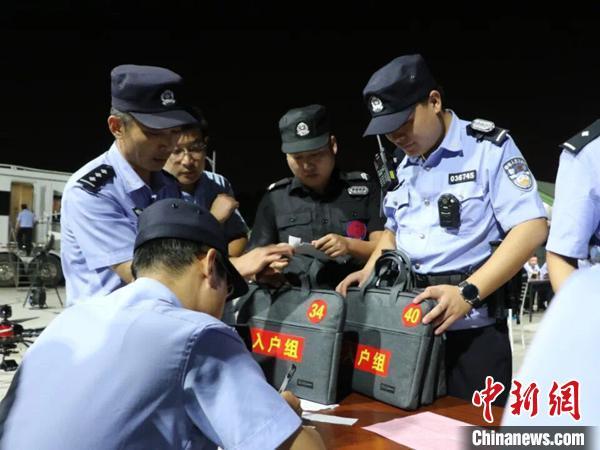 江苏省公安厅开展人口普查户口整顿。 苏宫新 摄