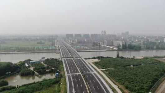"""沪通铁路一期通车,""""嘉昆太""""5条公交线跨区域运行,嘉定人跨省串门更方便"""