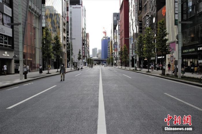 资料图:当地时间8月16日,东京商业区银座大街,街上民众较少。 中新社记者 吕少威 摄
