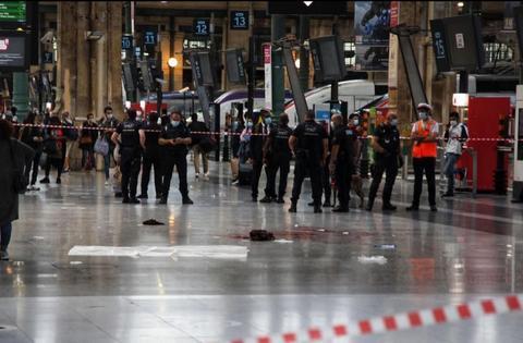 法国巴黎车站发生割喉案 行凶者持刀伤人后逃走