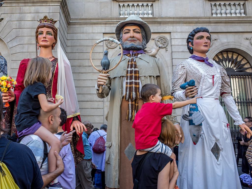 到此一游|巨人巡游、木偶表演,西班牙的秋天有这些好玩节日图片