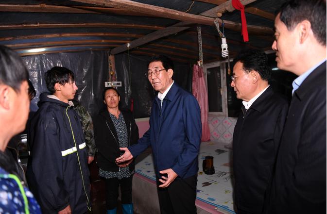 省委书记在京参加完公务活动后,直奔灾区,连夜调度防灾工作图片