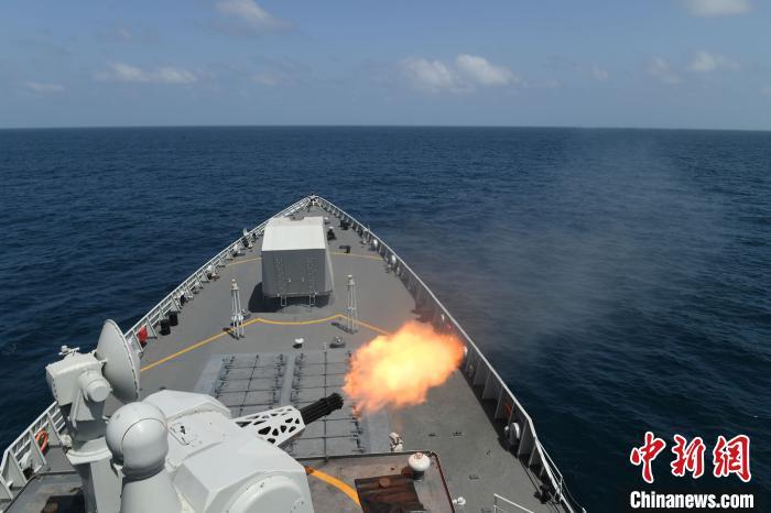 太原舰副炮对空实弹射击。 刘飘 摄