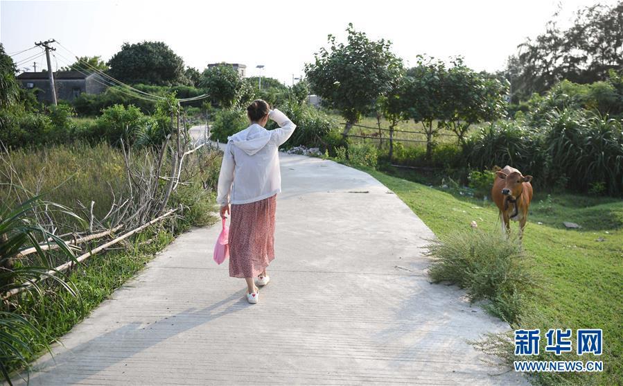 """女教师留守海岛六年:为孩子架起通往外界的""""桥"""""""