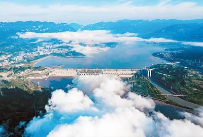 中国长江三峡枢纽工程全景。郑家裕摄