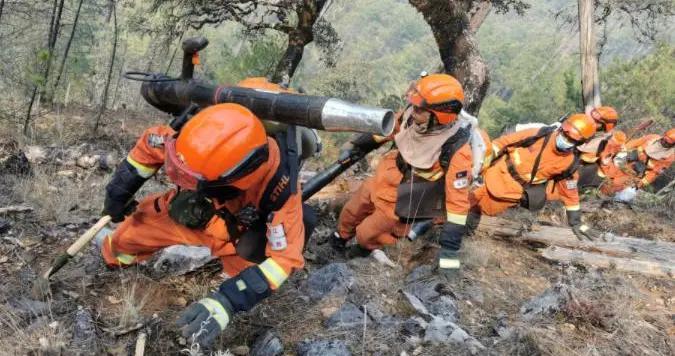 过火面积106公顷 1816人参与扑救 云南香格里拉森林火灾明火全部扑灭