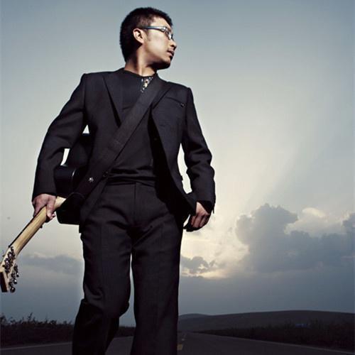 消失的网红歌手庞龙,曾经怀揣流行音乐梦,却用《两只蝴蝶》走红