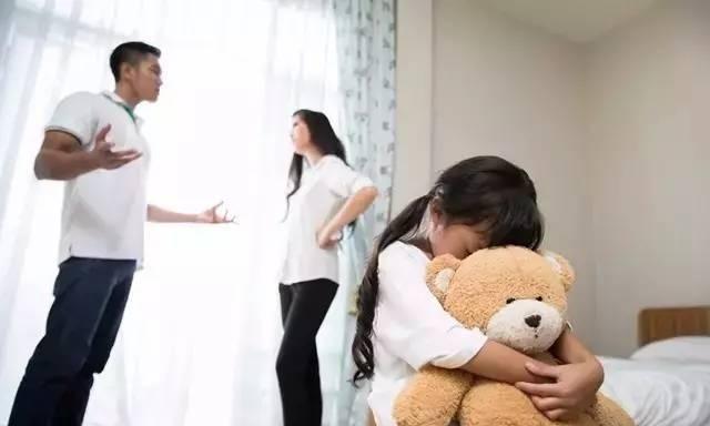 父母当着孩子面吵架有害处?其实好处也不少,家长要吵得有技巧