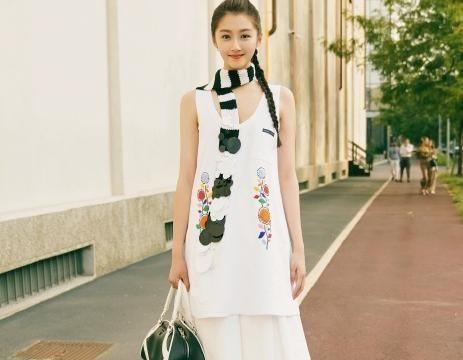 看到吴速玲穿着这条裙子后