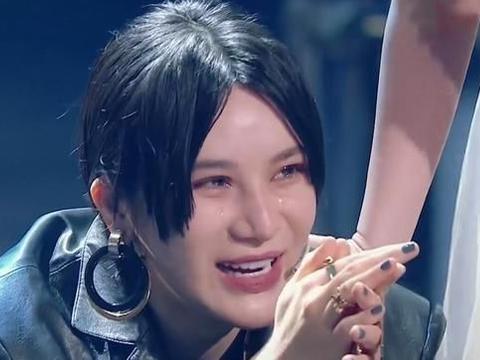 面对许飞的指责,尚雯婕蹲下流泪,是做作还是感慨