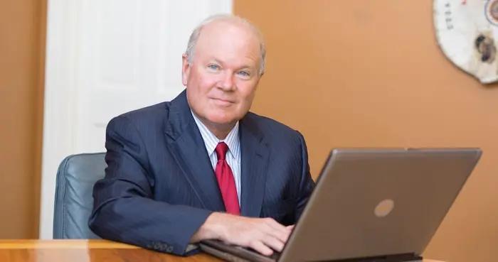 美国弗吉尼亚州参议员因新冠肺炎去世