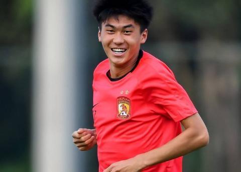 杨立瑜后恒大新U23首发浮现,20岁新星小将脱颖而出,并非严鼎皓