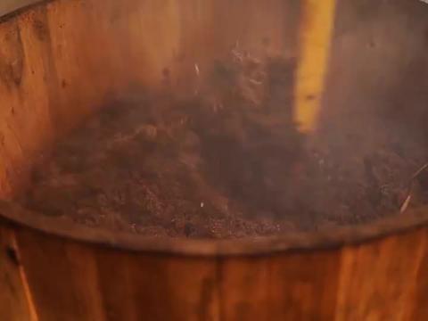 80年代古老机械榨茶油,纯天然的原始榨油过程,你见过没?