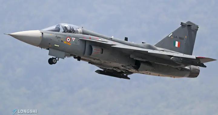 光辉战机首飞20周年,印度列装未满两中队,隔壁巴铁枭龙已三代