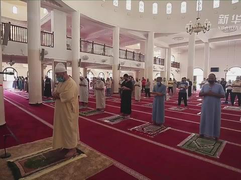 阿尔及利亚重新开放清真寺和海滩
