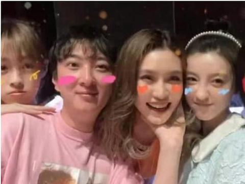 33岁王思聪办生日宴,花费百万包豪华游艇,携多位网红庆生