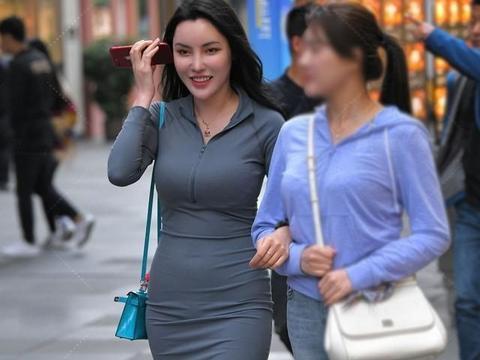 瑜珈裙看着很简单,小姐姐来了个升级版,既好看又修身