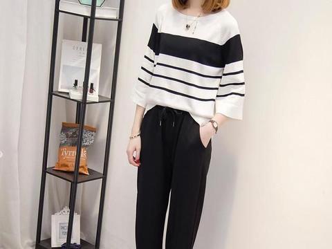 这才是秋冬该有的打扮:针织开衫+哈伦裤,演绎混搭时尚美