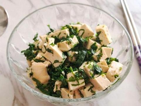 香椿豆腐,茨菇焖五花肉,香菇海参浇荷兰豆,番茄炒蛋的做法