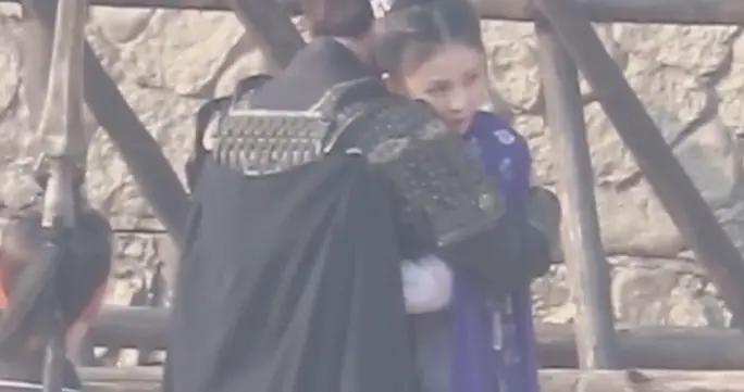 《长安如故》在热拍,男主骑马装太酷,谁注意到女主白鹿装扮?