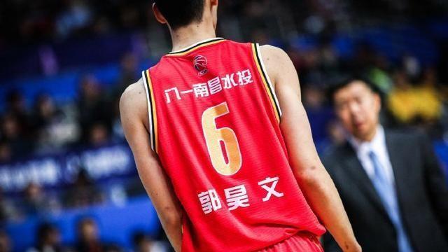 加盟上海有望首秀,劣迹斑斑却接班刘炜