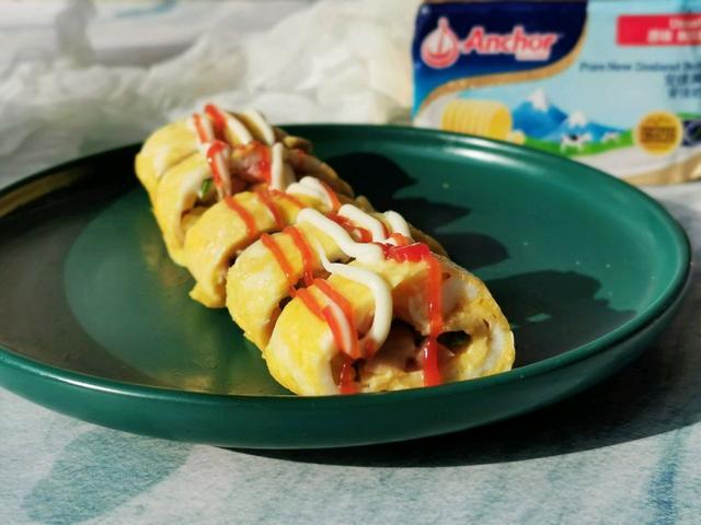 2个鸡蛋,一块黄油,平底锅版的厚蛋烧,简单好做