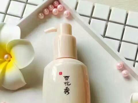 这些洗面奶深层清洁,收敛毛孔,去黑头粉刺,缔造水润透亮的肌肤