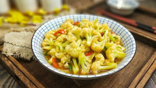 花菜这样做,简单方便,比肉还香,就是太费米饭了