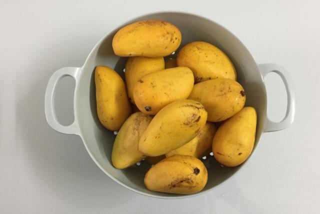 吃多了山楂果丹皮,试试芒果味的果丹皮,吃不腻的小零食