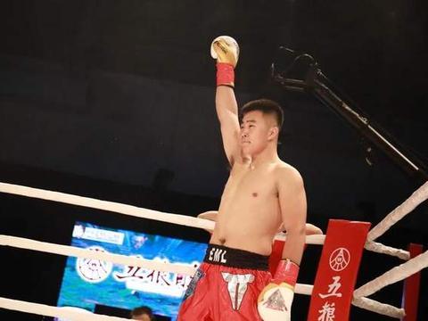 轻松击败中国小将王晓龙,泰拳王提瓦拉直言想要二番战邱建良