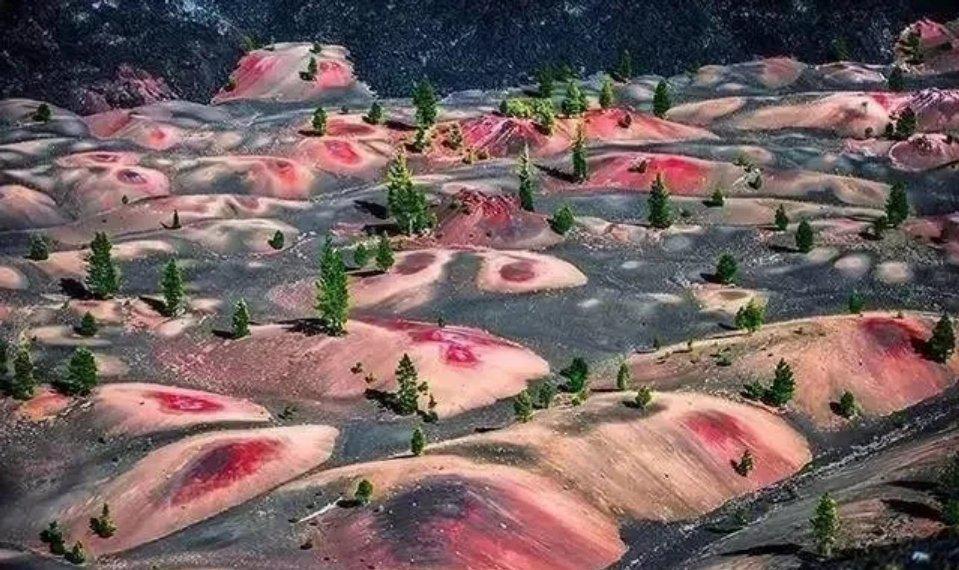 彩色沙丘——美国拉森火山国家公园……