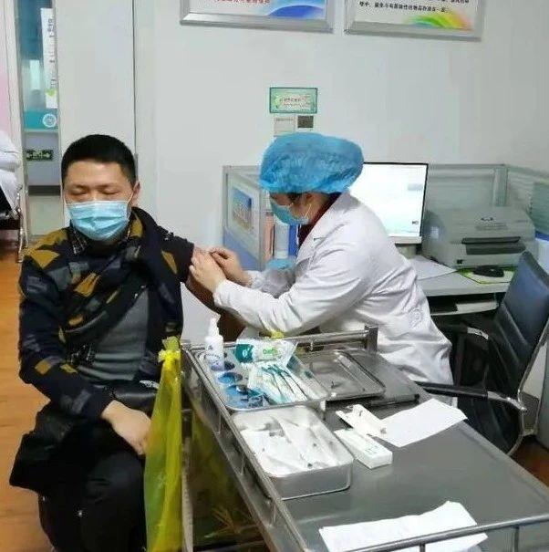 现场图   巴中经开区首批新冠疫苗开始接种
