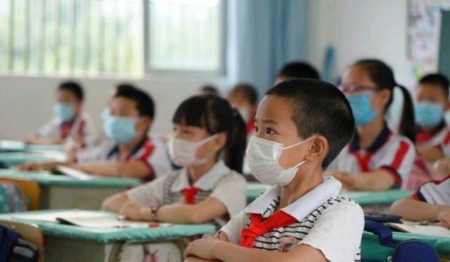 重庆小学生因作业没完成,臀部被班主任打淤青!