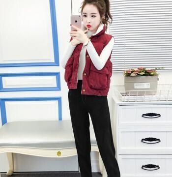 """今年流行一种""""混搭""""穿法:叫马甲+衬衫,搭哈伦裤,时髦显气质"""