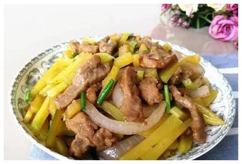 美食精选:土豆泥茄盒、番茄排骨汤、南瓜炒牛肉、水煮肉片的做法