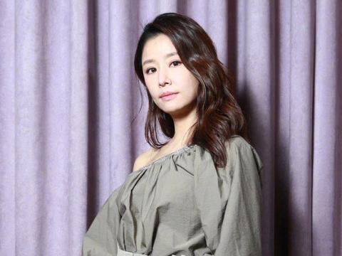 《还珠格格》三位女演员的现状,林心如回归家庭,赵薇发展活跃