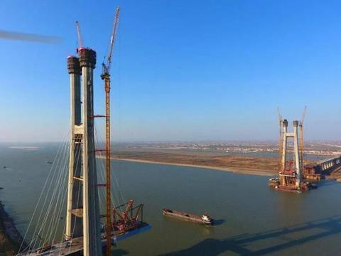 重庆修建一座主跨425米的长江大桥,是我国首座双层跨江铁路桥