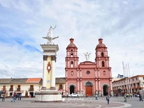 这个被称为风之谷的地方,位于哥伦比亚边境,有最美峡谷教堂