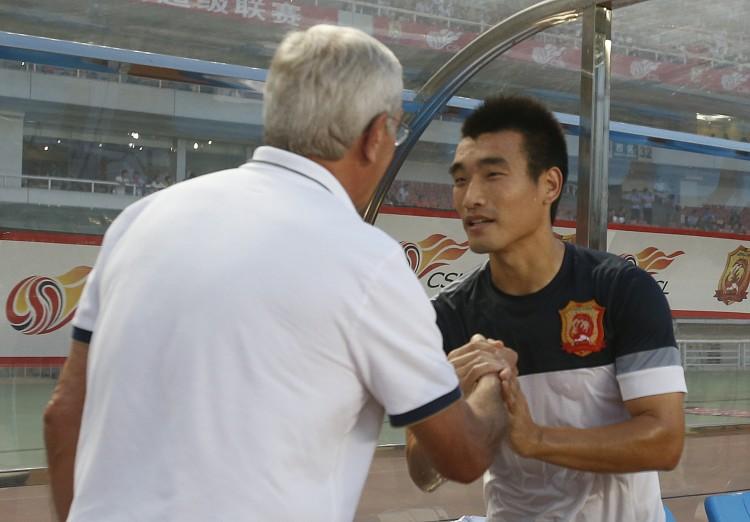 恒大主力或遭弃,里皮器重弟子宣布退役,曾力拼东京FC至骨折