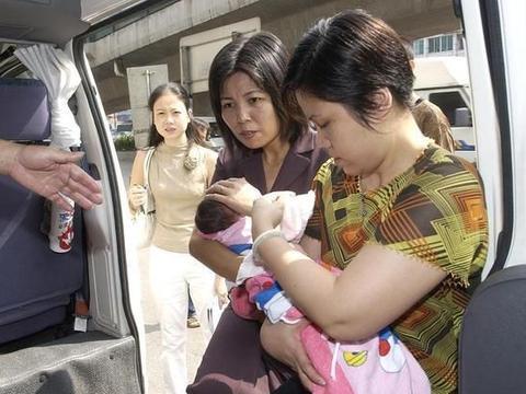 做高龄产妇是一种怎样的感觉?生完宝宝,43岁妈妈后悔没早生