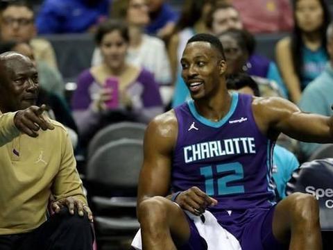 NBA比赛太激烈!一人掉了牙齿还要上场,威少脸上被打出洞