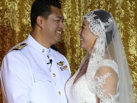 女排队长冯坤现状:终为53岁泰国老公生个儿子,发福比老公还水润