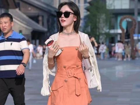 挂脖式吊带修身裙,款式新颖,设计感十足