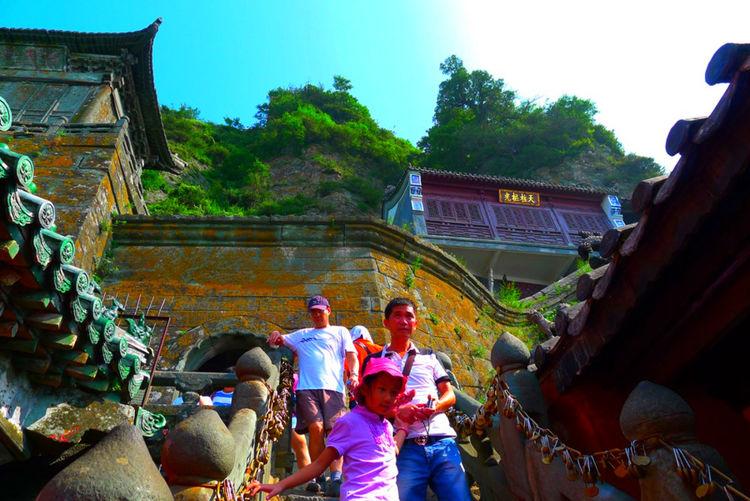 """武当山""""镇山桃木剑"""",挂在崖上600年不烂,高人放上去的?"""